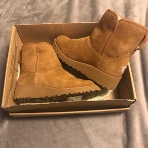 NEW UGG Kristin Boots in chestnut